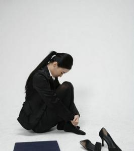 女性背部<a href=http://www.bdfcctv.com/zhiliao/ target=_blank class=infotextkey>白癜风治疗</a>